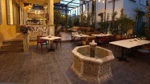 Lubnan Minderli Tonet Sandalye Beyaz Tablali Kare Masa