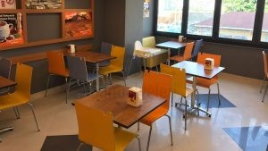 Sultanbeyli İsos Cafe Renkli Mono Blok Sandalye 1