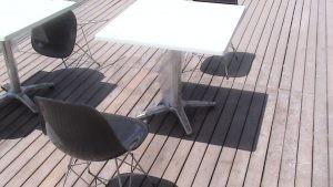 Kare Beyaz Masa Siyah Metal Ayakli Sandalye