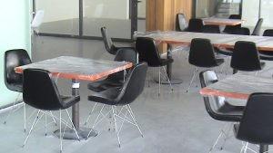 Metal Ayakli Poliuretan Sungerli Siyah Deri Kaplamali Sandalye