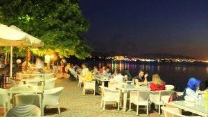 Kocaeli Naila Cafe Dekorasyon Beyaz Rattan Sandalye